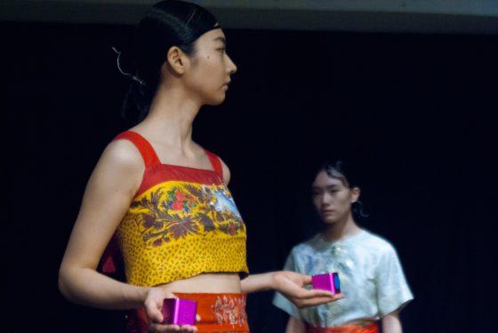 シナスイエン(SINA SUIEN)17ss collection  神に従事する者の衣装から着想「布、針、糸で奏でるオーケストラ」