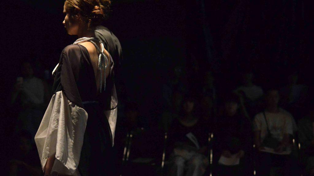 服飾学生じゃないから表現できる世界 服飾デザイン研究会(FDL)がファッションショー「馨(かおり)」を開催。